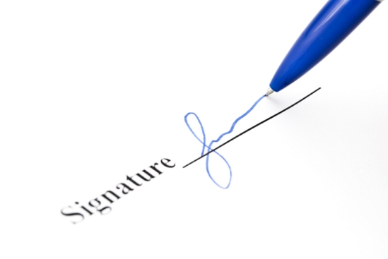 Pen makes signature